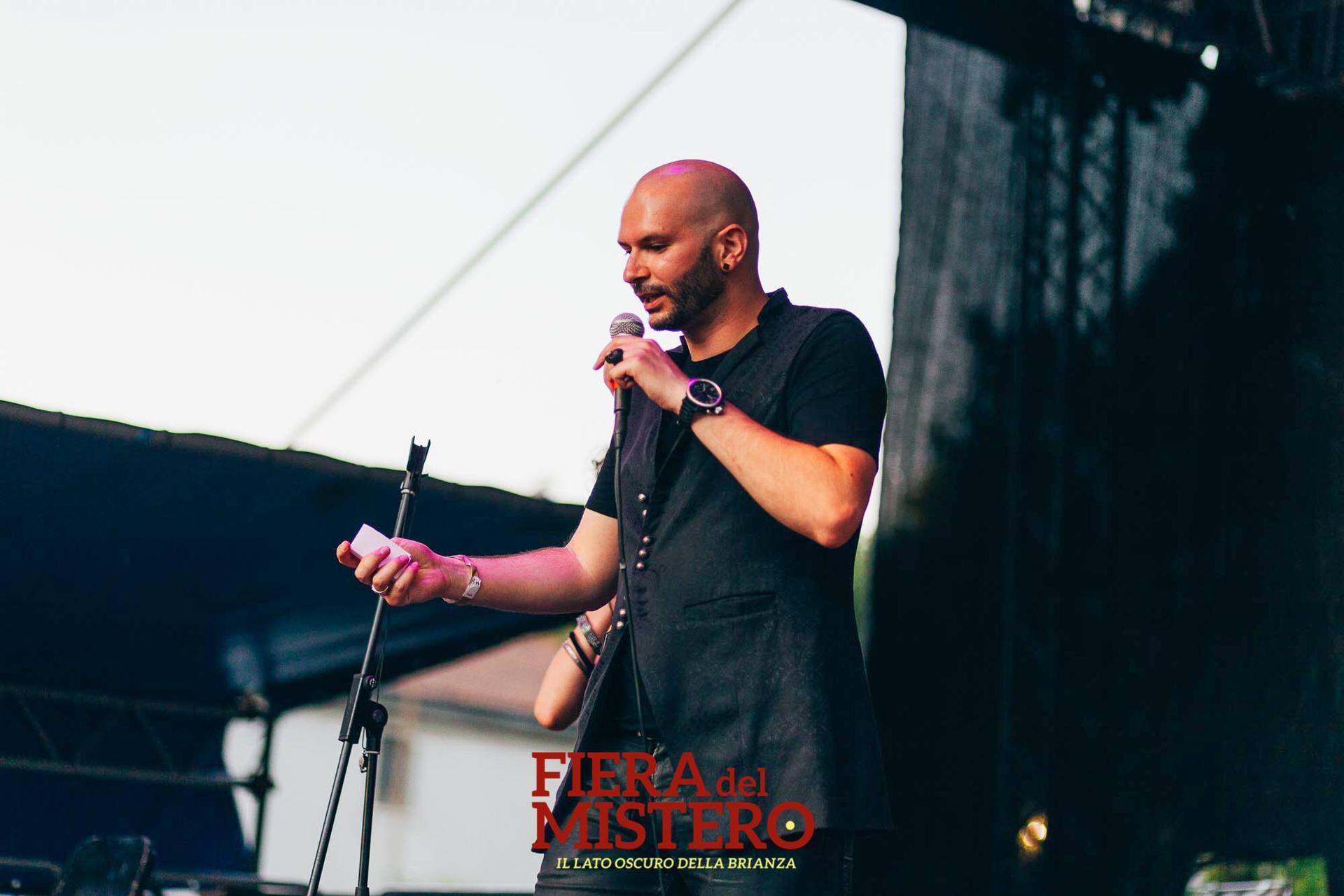 Raffele Scircoli Mentalista Milano si esibisce live in Brianza